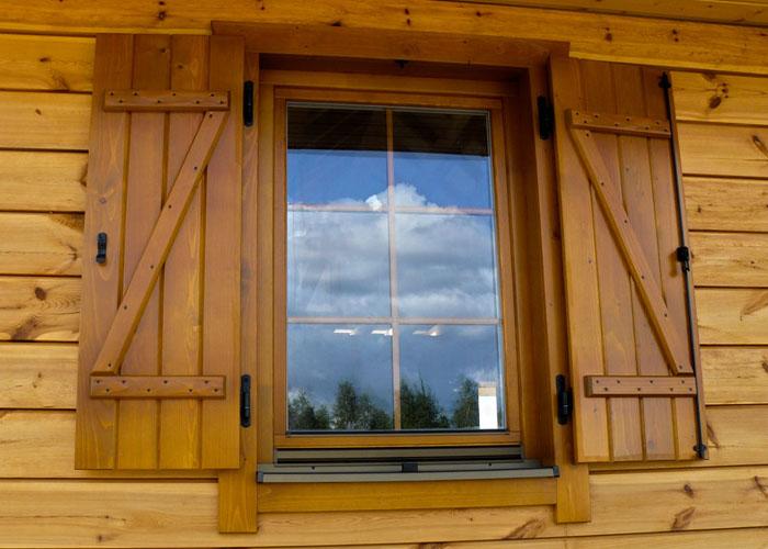 Okna Z Okiennicami Wacławik Okna I Drzwi Drewniane